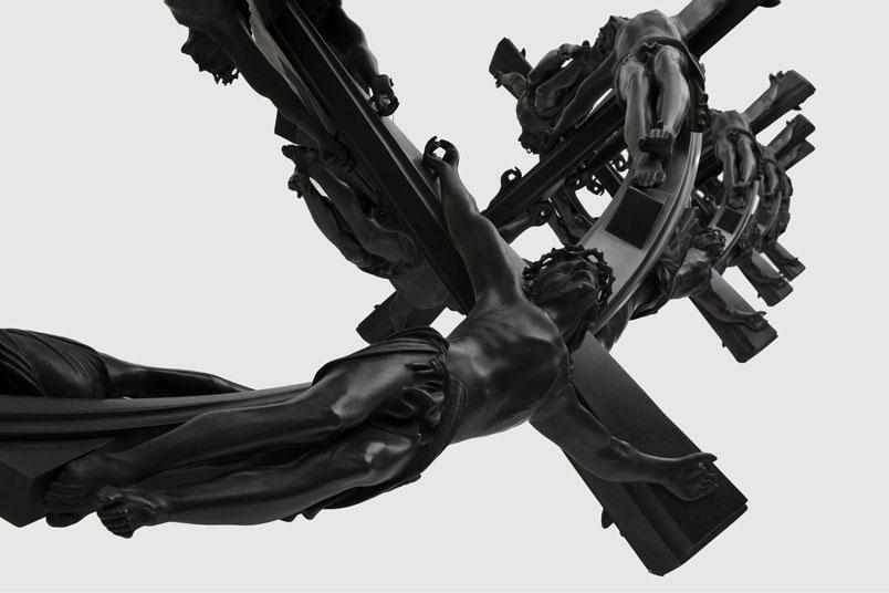 Helix DHAACO 90 52 cm x 9 L <a href='http://www.wimdelvoye.be/'target='_blank'>© studio Wim Delvoye</a>