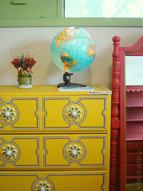 Photograph by <a href='http://doecdoe.blogspot.com/2010/03/estate-sale-time-machine.html'target='_blank'>Gina Bailey</a>
